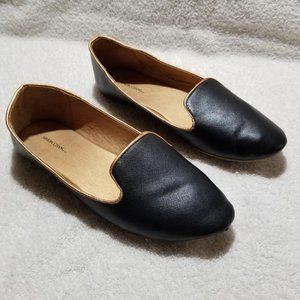 Simon Chang black with gold flat shoes